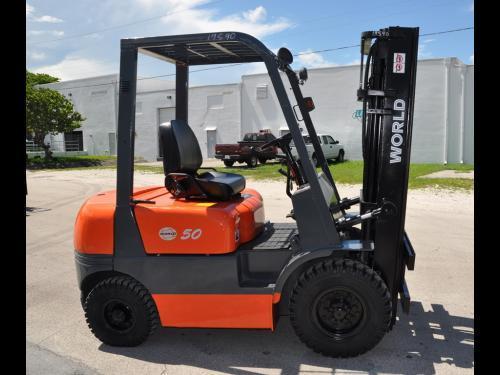 "World Lift WFD50 5000LB Diesel Forklift w/ Sideshift 189""H Pneumatic Tires"